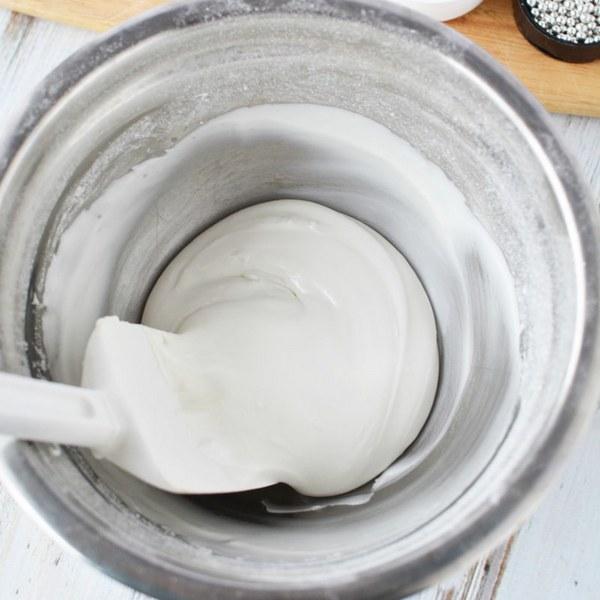 Простая глазурь для декора пряничного домика ИКЕА: глазурь готова