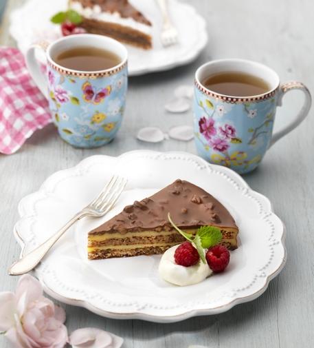 Варианты сервировки классического миндального торта